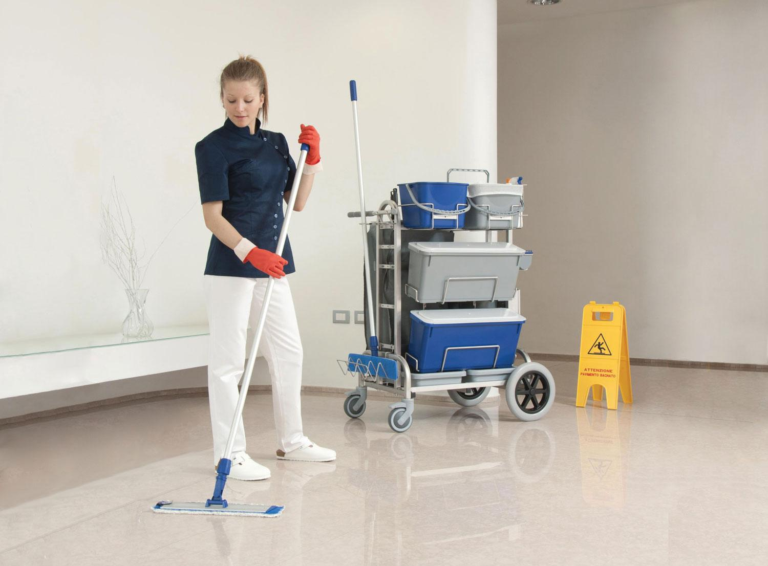 Microrapid washing system with pre-impregnated mops for hospital